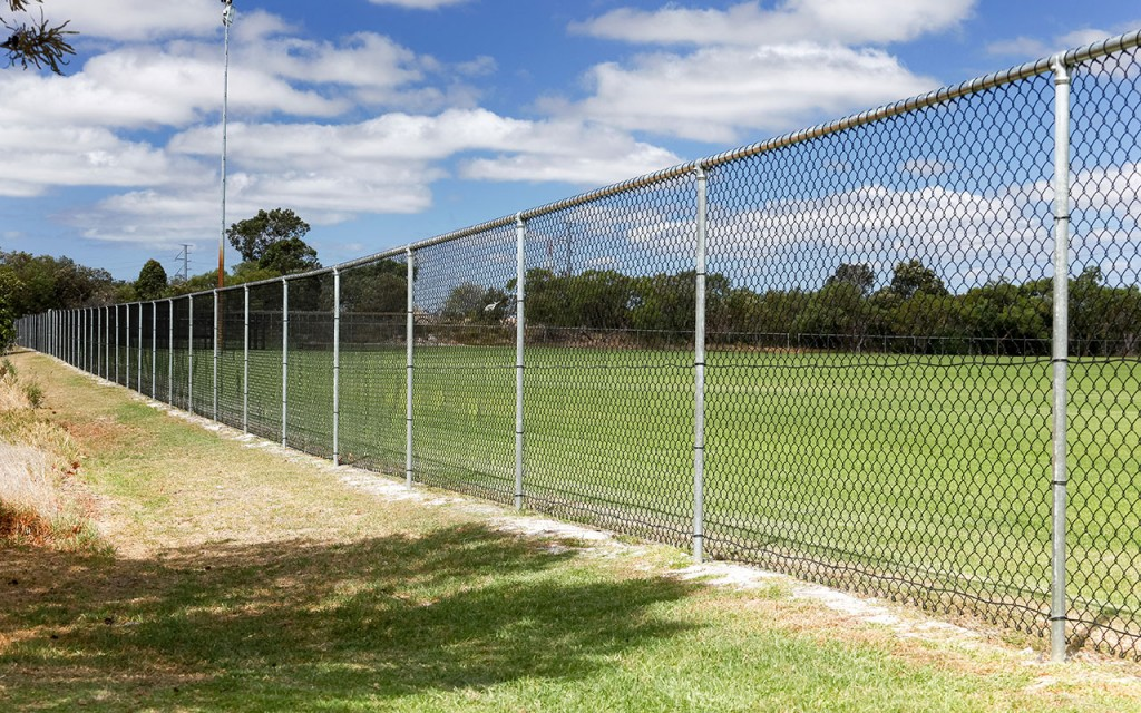 Chain wire security fencing mesh
